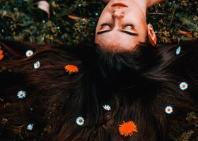Cum îngrijești tipul tău de păr: sfaturi și produse de îngrijire potrivite
