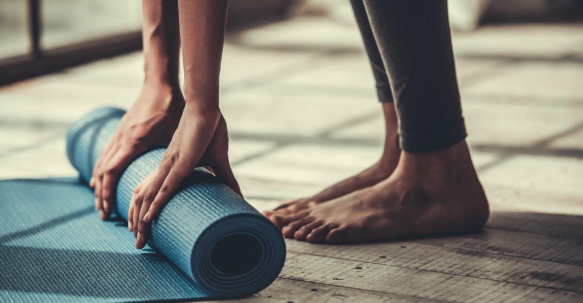 Cum te relaxezi inainte de culcare: tehnici yoga de calmare