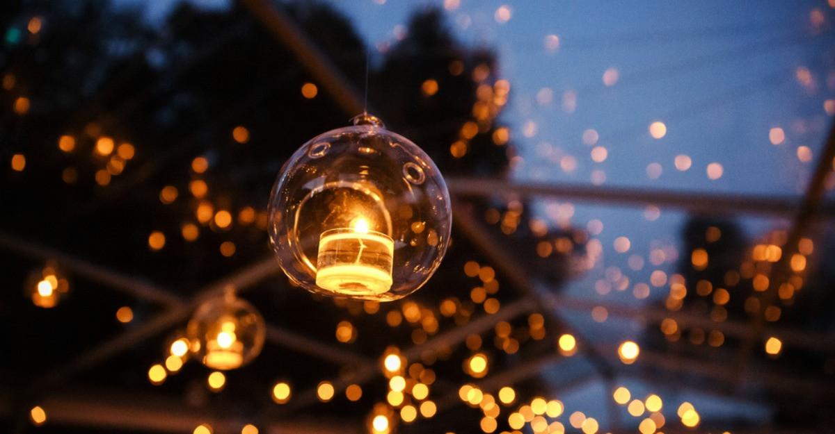 Ghirlande, felinare și lămpi solare - 6 decorațiuni exterioare pentru petreceri în aer liber