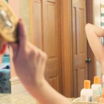 Peria de păr Wet Brush: cea mai bună pentru păr lung și des, dar și pe păr ud