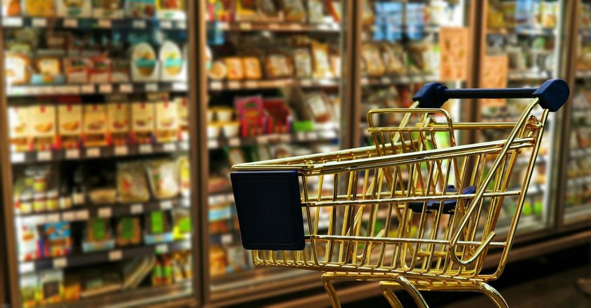 Carrefour își ia angajamentul să țină prețurile plafonate până de Paște pentru până la 500 de produse