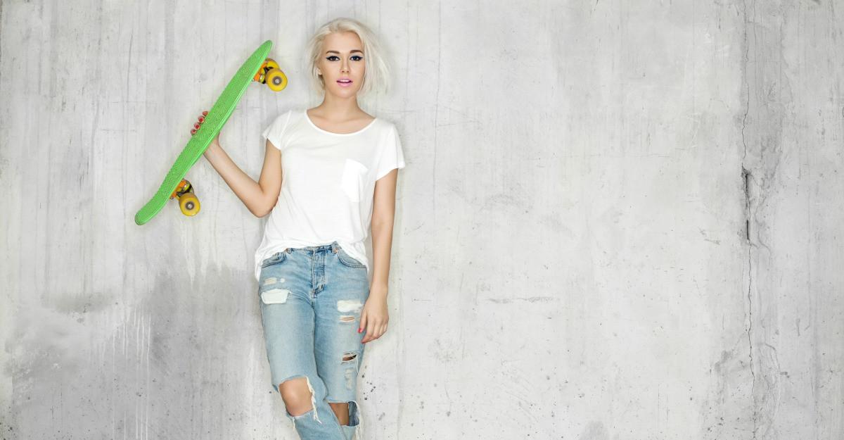 Tricoul alb - tinuta surprinzatoare in care T-shirtul basic e piesa de rezistenta