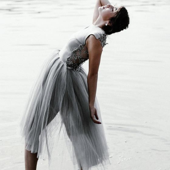 Rochia cu tulle în stil tutu se poate purta și ziua și seara