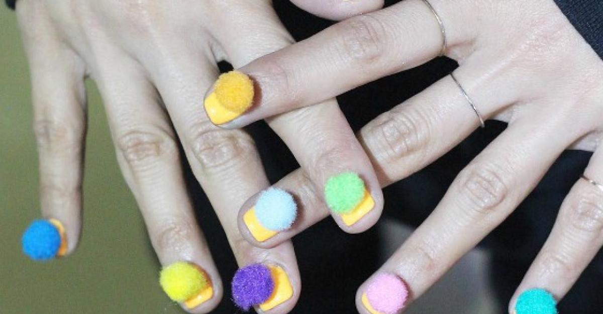 Cel mai vesel trend in nail art: Pom-Pom nails