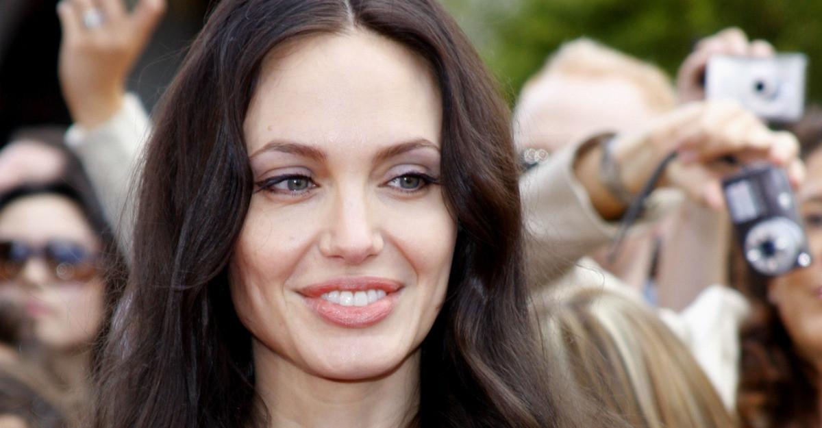 Cele 5 lectii de viata pe care le poti invata de la Angelina Jolie