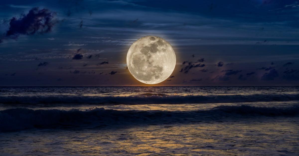 Cum te influenteaza Super Luna de pe 20 martie in functie de zodia in care te-ai nascut?