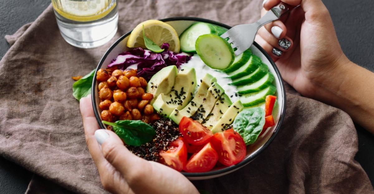 3 ganduri care te vor ajuta sa ai o relatie sanatoasa cu mancarea: Sfaturile unui nutritionist
