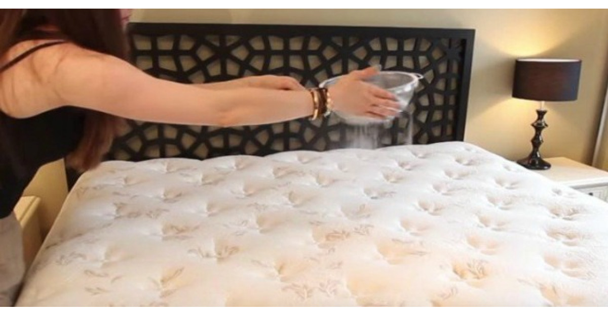 TREBUIE sa iti cureti salteaua de pat. Iata cea mai simpla varianta!