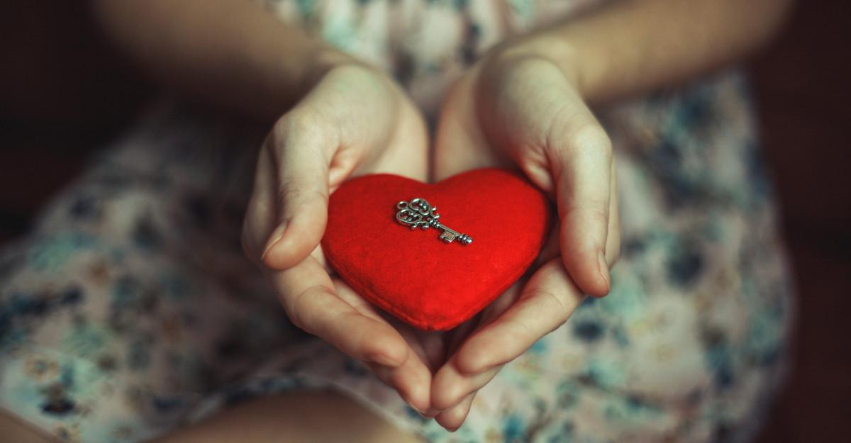7 pași pentru a-ți deschide inima spre iubire necondiționată