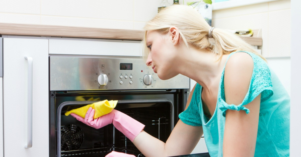 5 trucuri eficiente pentru curatarea mai rapida a bucatariei