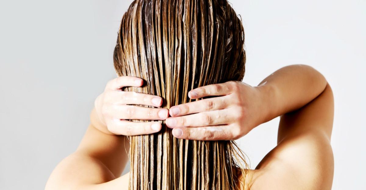 Scrub pentru scalp: Beneficii, cu ce ingrediente il putem face acasa, cum si cat de des trebuie aplicat