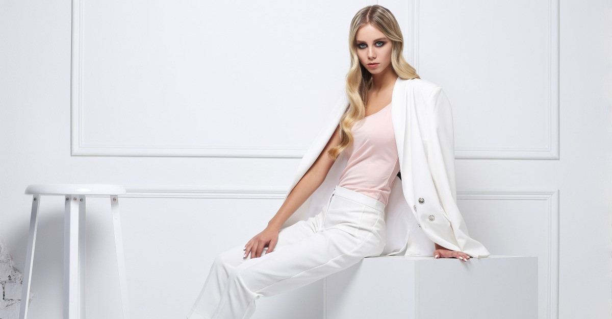 Pantalonii albi evazati - un trend de neratat vara aceasta