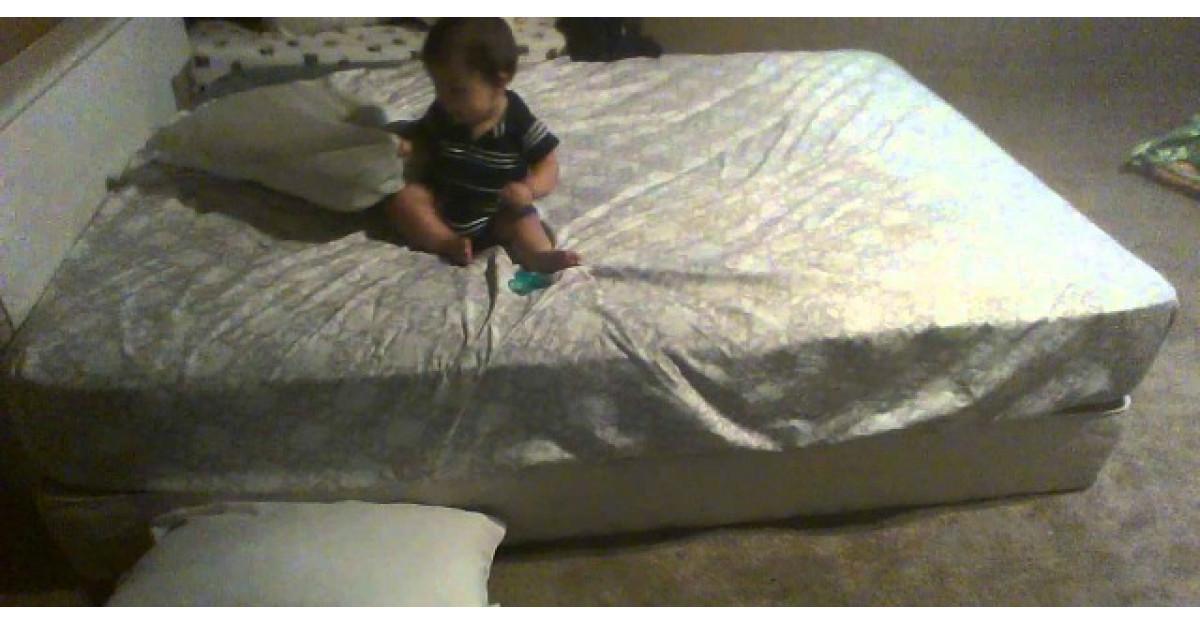 Video: Cel mai destept bebelus din lume. Uite cum reuseste sa se dea jos din pat