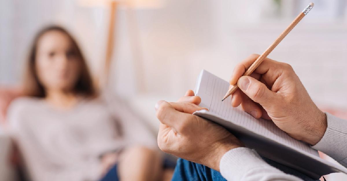 Psihologii dezvaluie ce isi noteaza in timpul sedintelor de terapie. Esti curioasa?