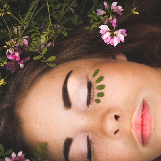 Parfumuri floral-fructate de vară de care te vei îndrăgosti
