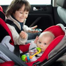 Cum alegem scaunul auto, scoica sau landoul: ghid pentru parinti