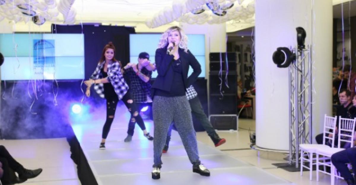 Vedetele au defilat pe podium la fashion show-ul Bucuresti Mall
