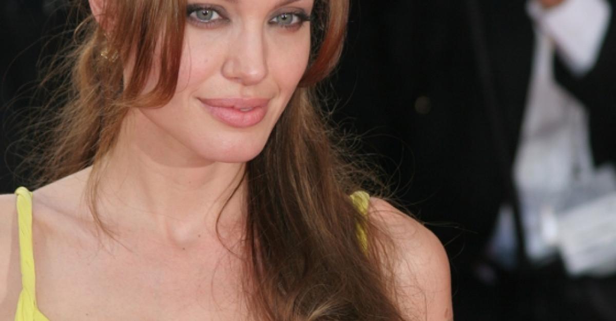 Angelina Jolie a innebunit?! Afla aici ce planuri ciudate are pentru nunta!