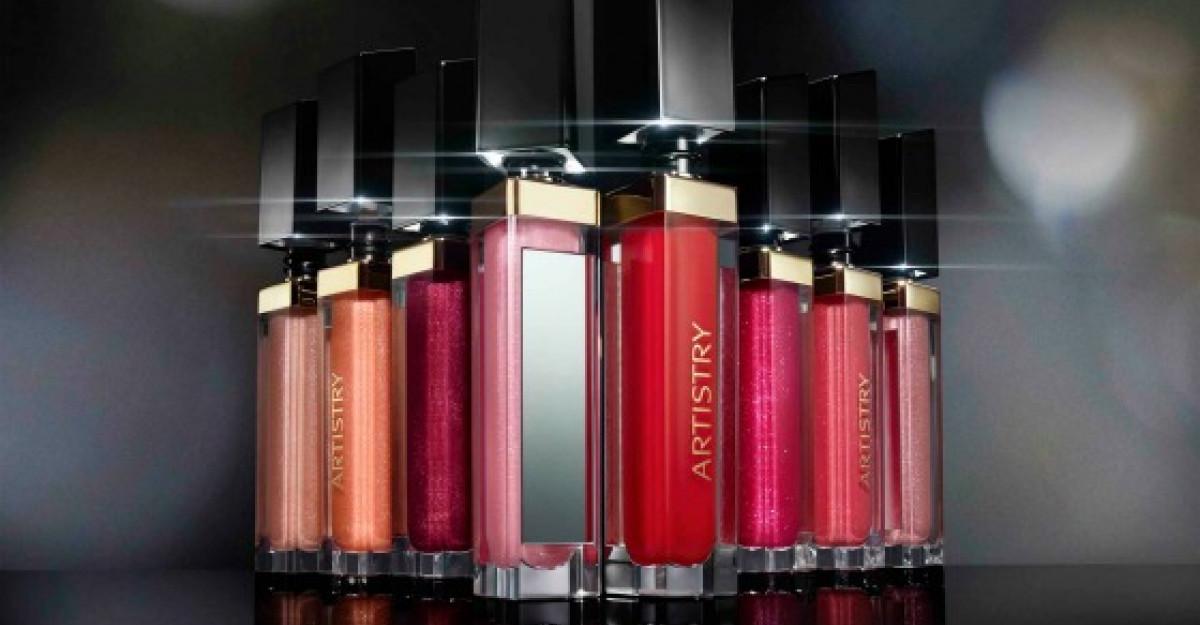 Buze perfecte 3D: Amway prezinta colectia de luciuri de buze Artistry Signature Color Light Up Lip Gloss