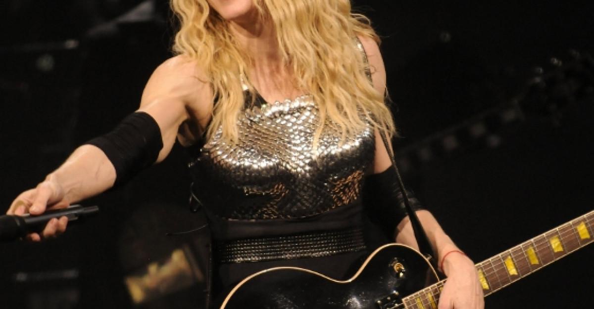 Madonna se teme de rochia de mireasa