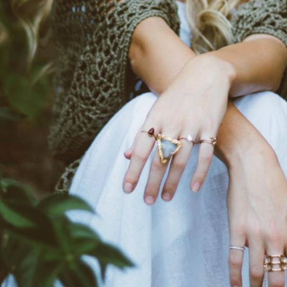 4 metode prin care să-ți cureți bijuteriile și să le faci să strălucească din nou