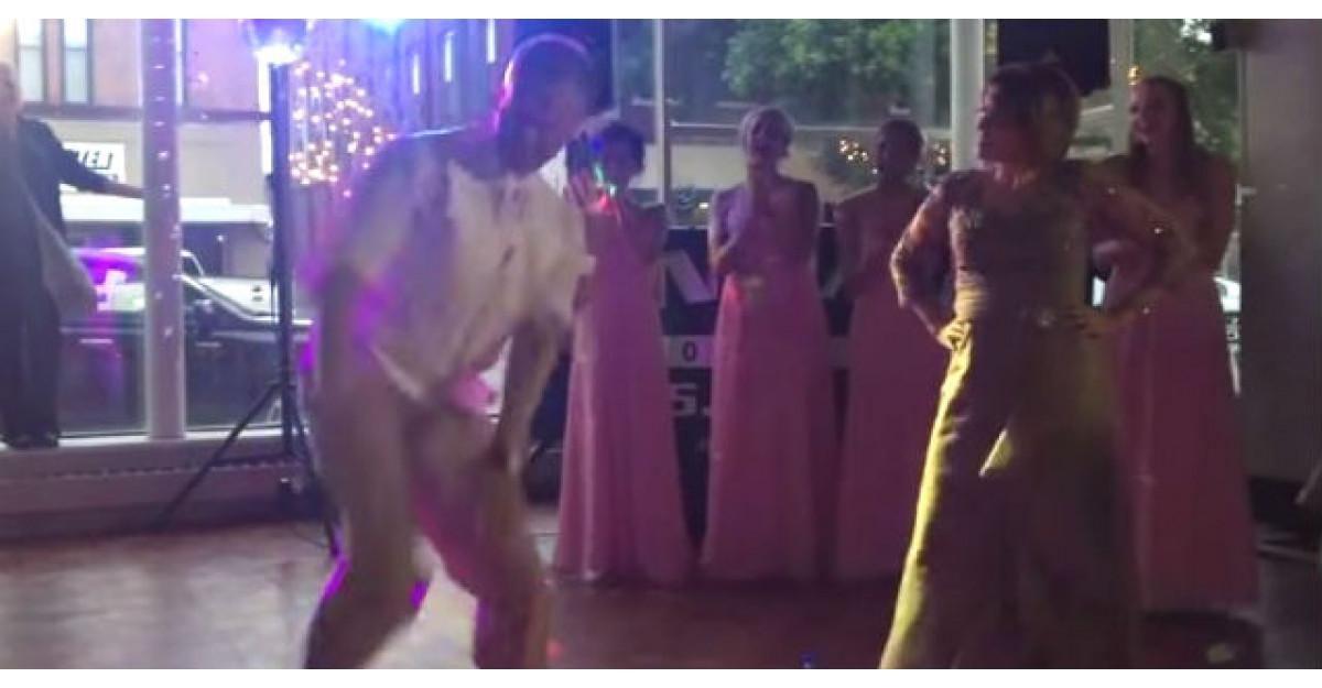 Video: Mirele vrea sa ii arate mamei lui cum se danseaza. Raspunsul femeii? GENIAL