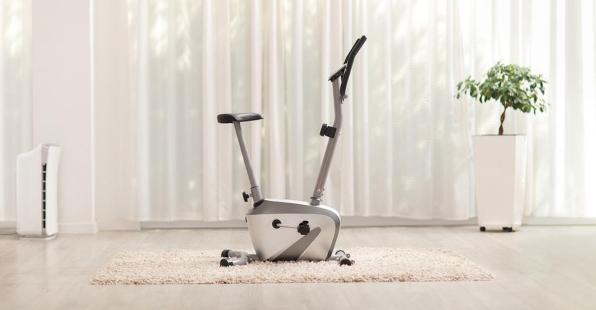 Cum alegi bicicleta de cameră: mișcarea pe care ți-o poți permite oricând