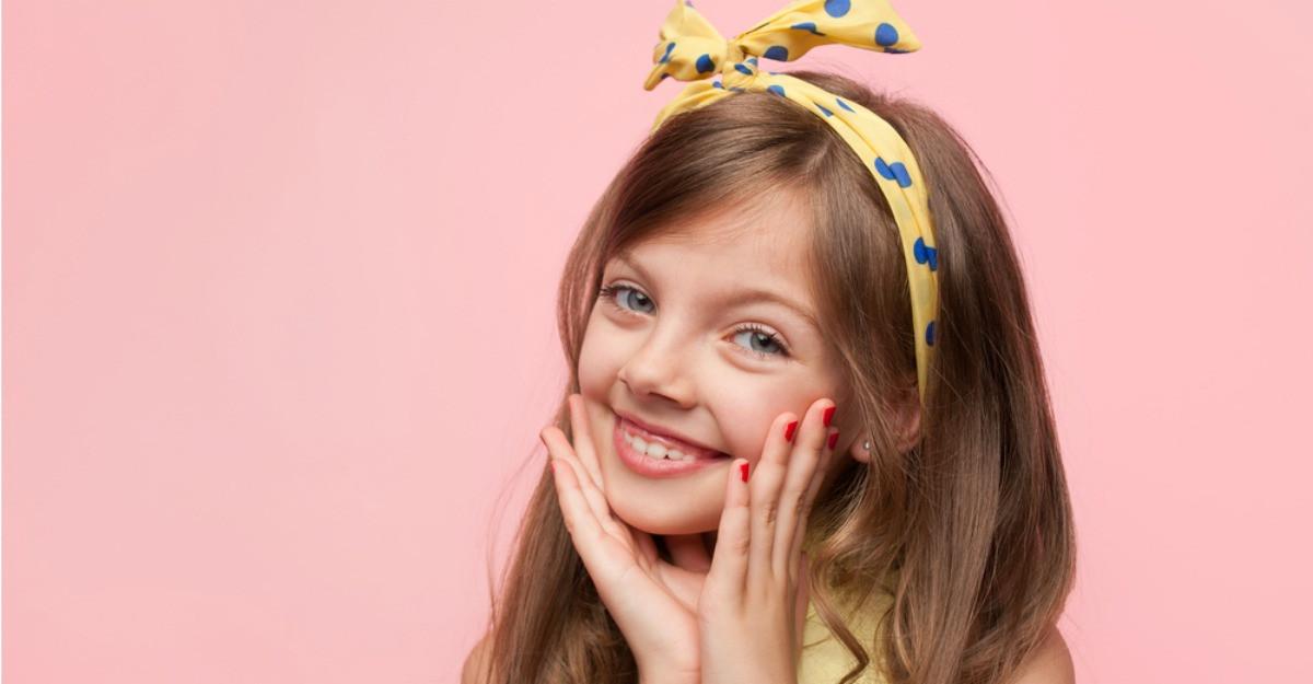 Prințese în prima zi de școală: 8 bentițe de păr pentru fetițe