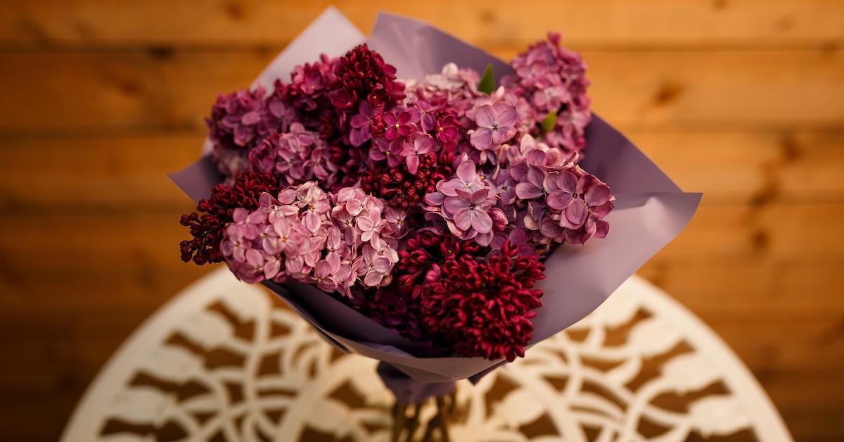 Poza 3 din 6 baiatul cu flori