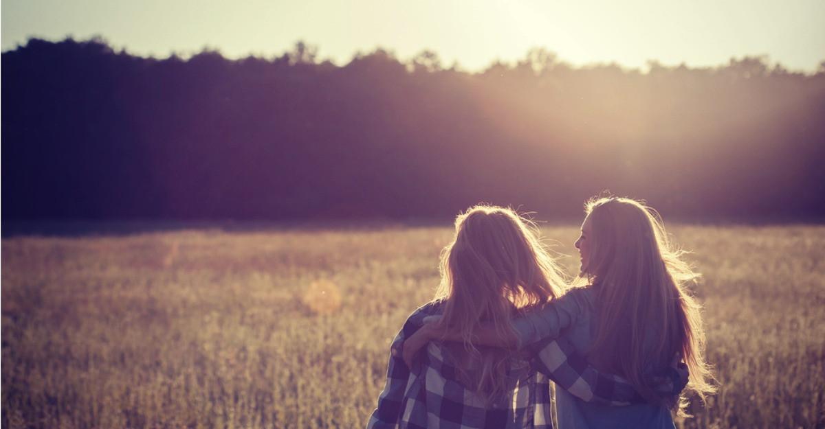 8 lucruri pe care le poti face atunci cand prietena ta trece prin momente dificile