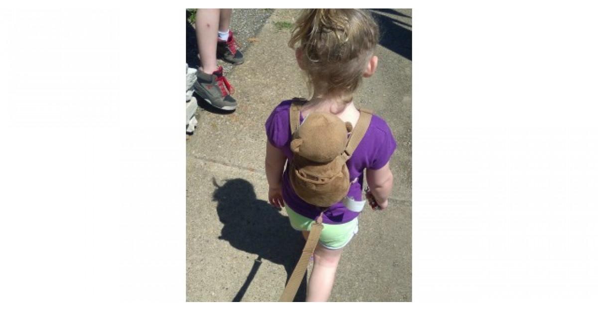Mai multe femei s-au enervat cand au vazut cum isi plimba aceasta mamica fetita