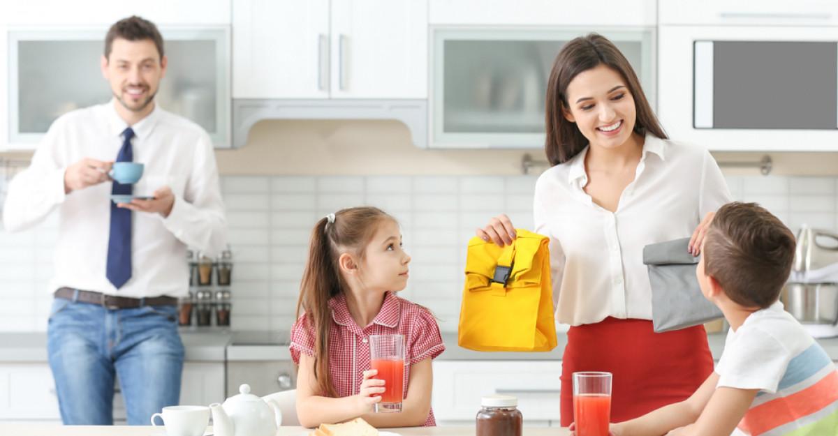 Studiu: Pregătirea copiilor pentru școală este echivalentă cu o zi de muncă în plus