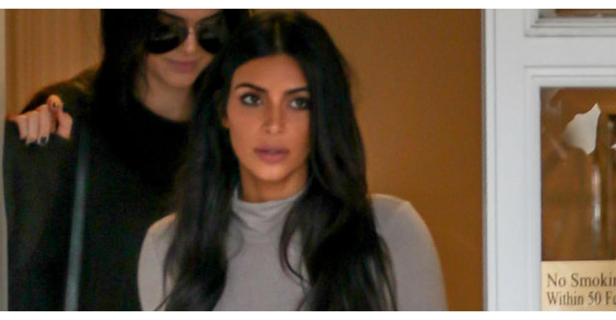 Primele imagini cu Kim Kardashian insarcinata, in costum de baie