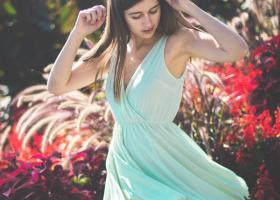Ce rochițe mini se poartă anul acesta: rochii furou, rochii scurte vaporoase