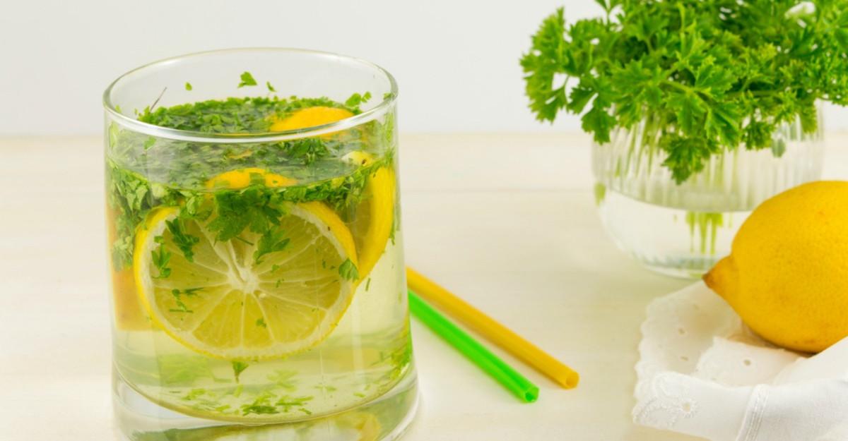 Cea mai simpla dieta: Ceaiul de patrunjel te ajuta sa scapi de 3 kg in doar 3 zile