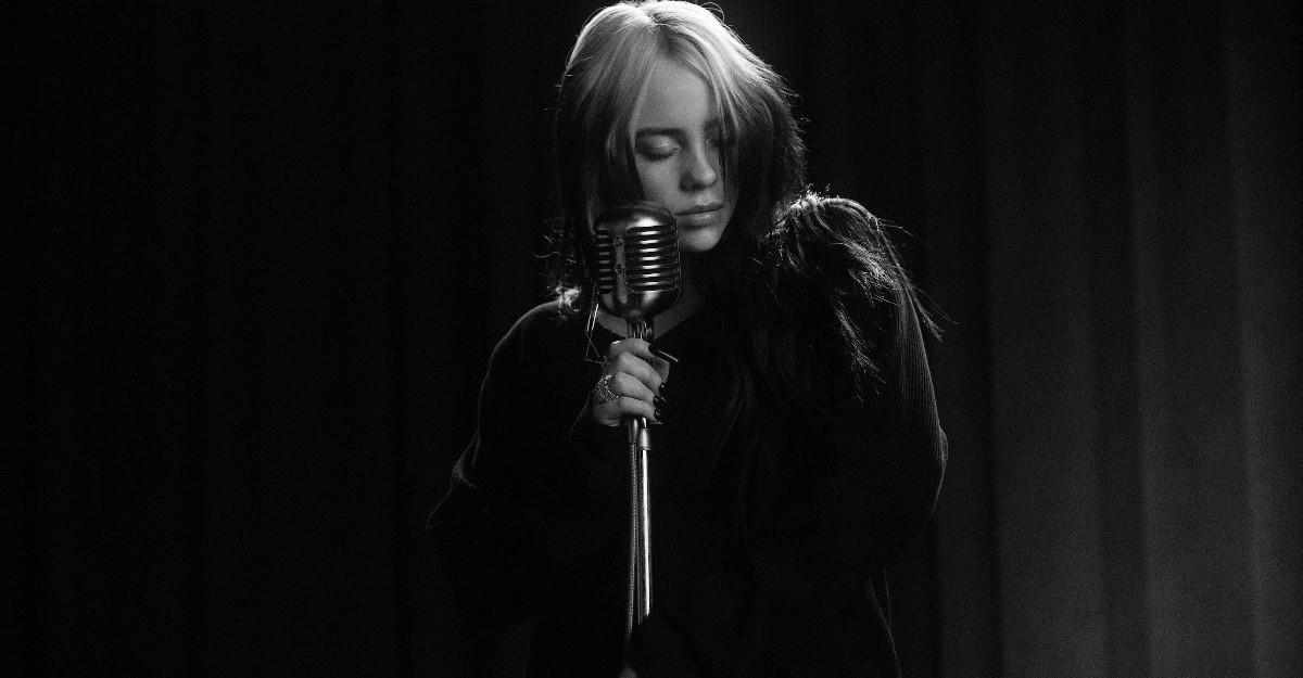 Billie Eilish lansează videoclipul piesei No Time To Die, coloana sonoră a filmului James Bond
