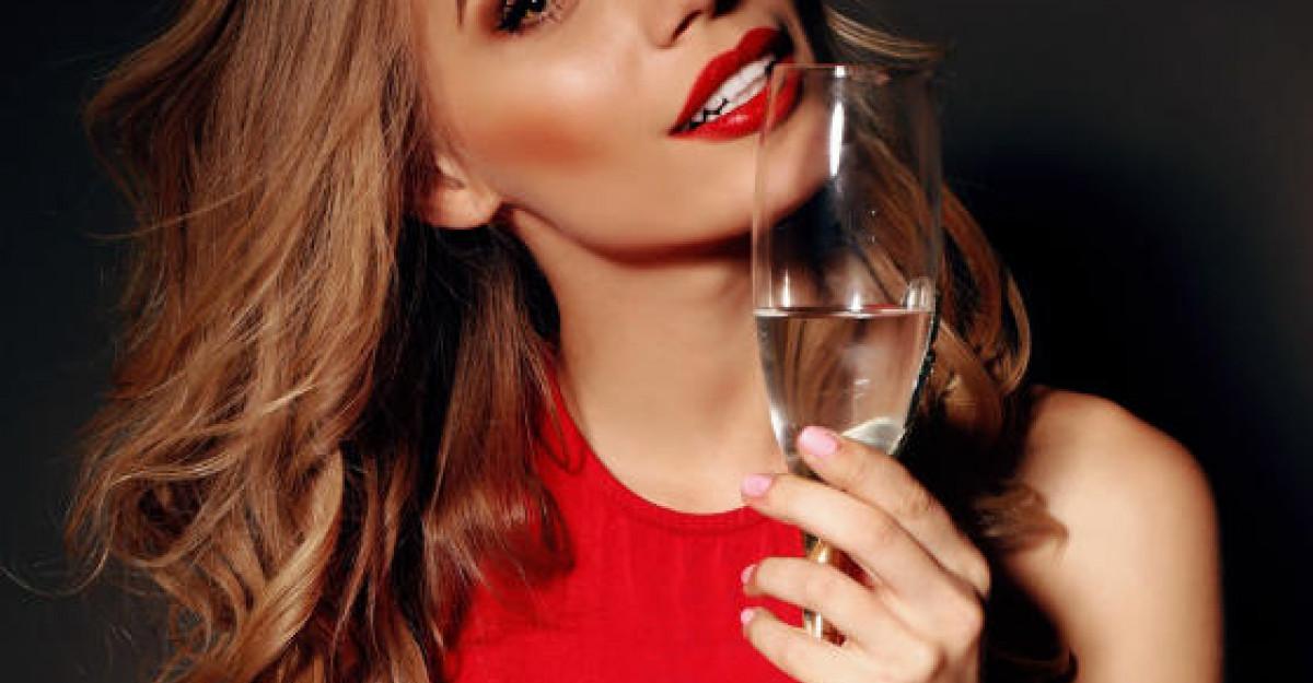 10 motive surprinzatoare pentru care fiecare femeie ar trebui sa bea zilnic un pahar de vin