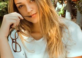 Coafuri cu părul ciufulit: cum prinzi părul răvășit anul acesta în timp scurt