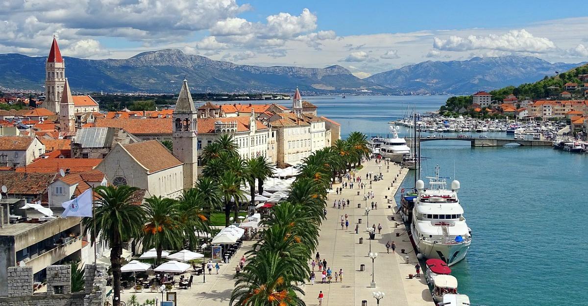 Evită mulțimile de turiști și descoperă aceste destinații mai puțin cunoscute și mai ieftine din Europa