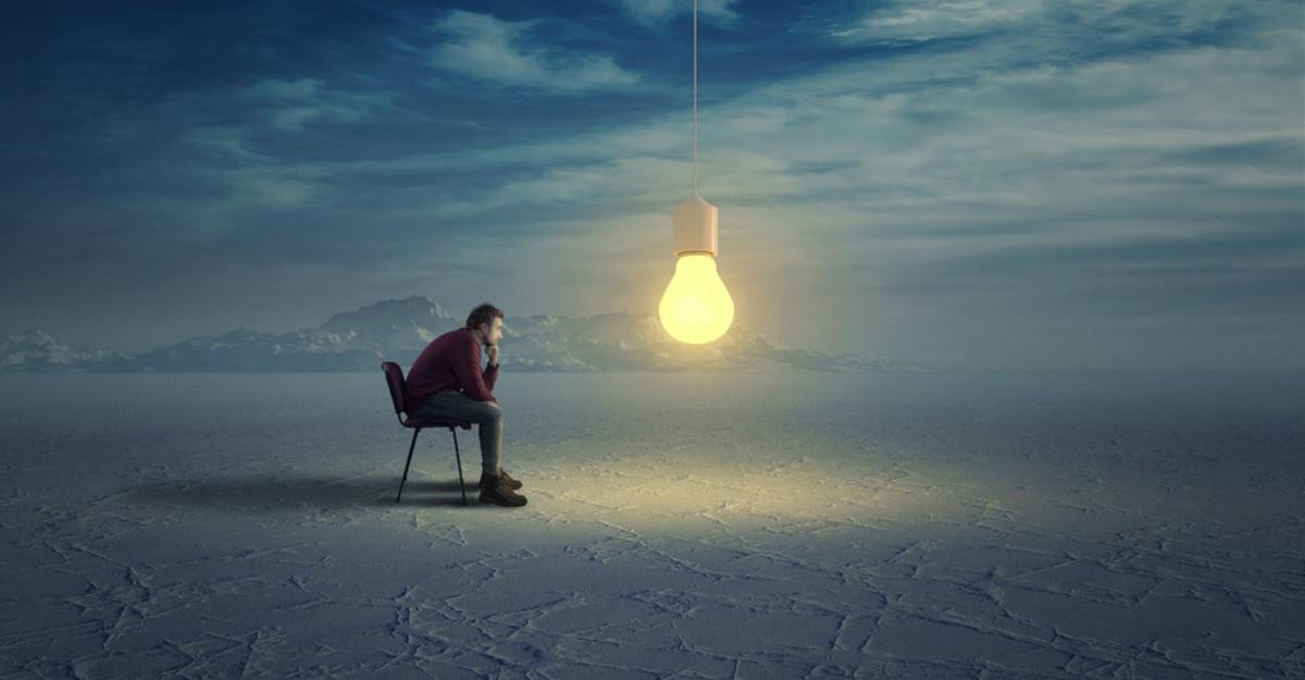 Opt erori de gândire care distorsionează realitatea