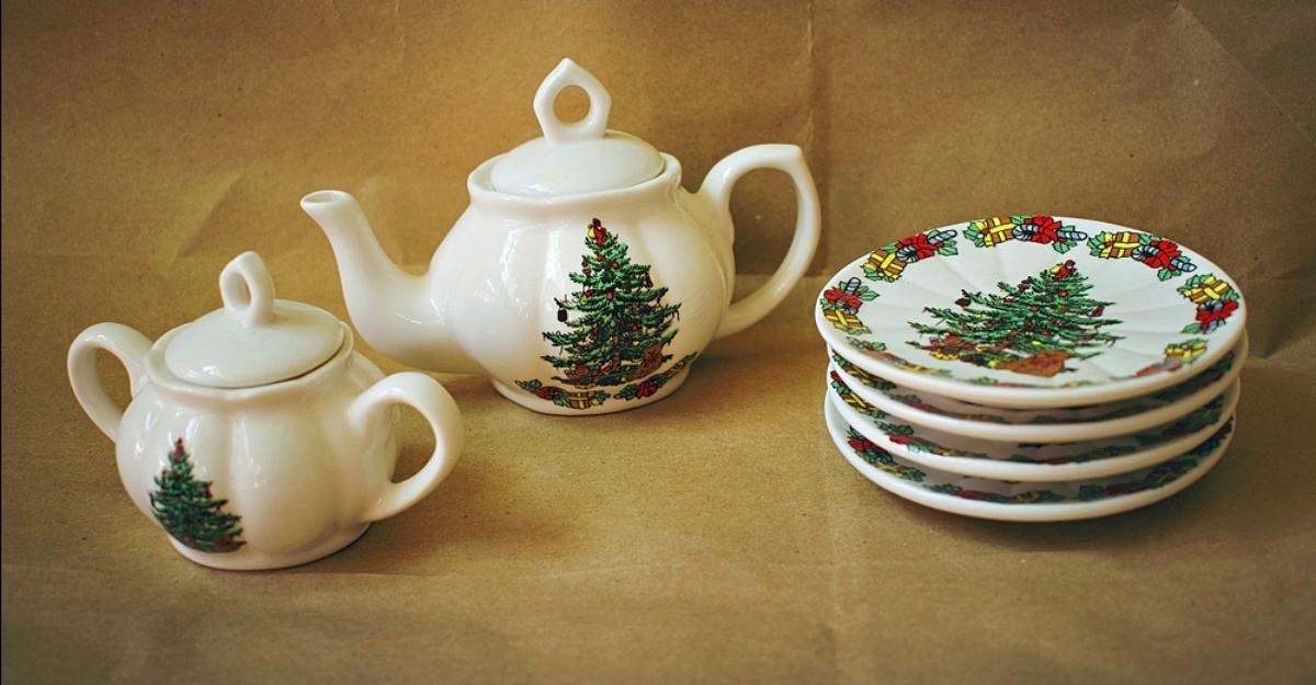 Cadouri de Crăciun: 6 seturi de ceainice și cești pentru sărbători