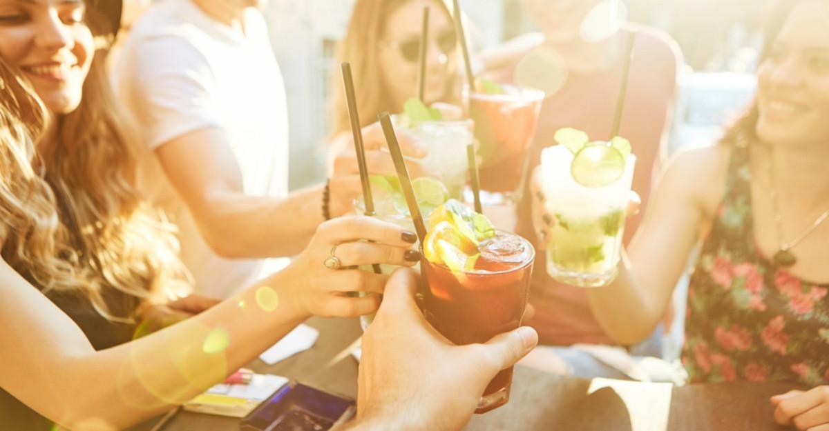 Surprinde-ți prietenii cu aceste 5 băuturi răcoritoare, perfecte pentru zilele călduroase de vară