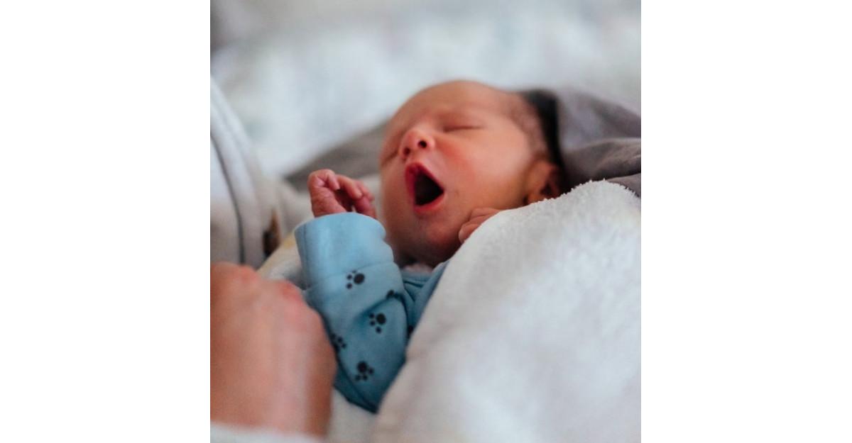 Co-sleeping – dormim sau nu în același pat cu bebe?