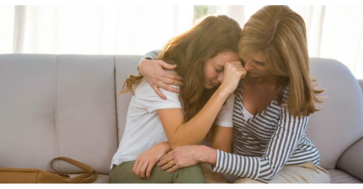 Aceasta femeie si-a gasit fiica adolescenta plangand. Iata ce a urmat