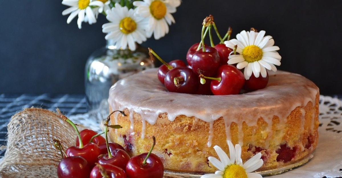 Retete delicioase cu cirese de mai: Profita de fructele de sezon in deserturi fine!