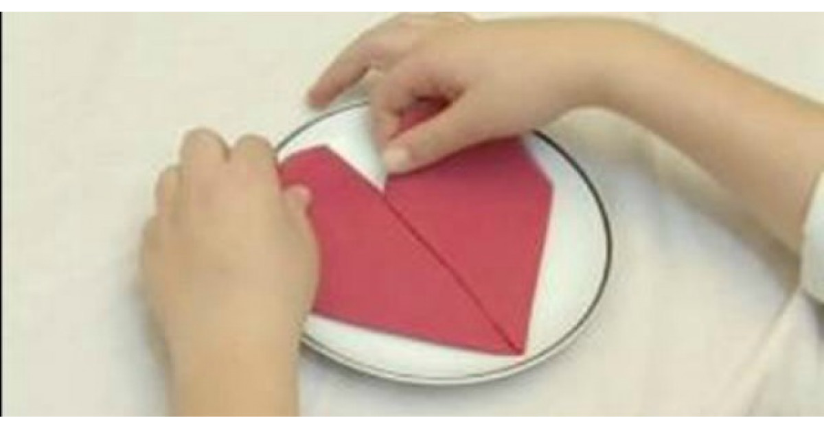 Cum sa transformi un servetel banal intr-o inimioara minunata?