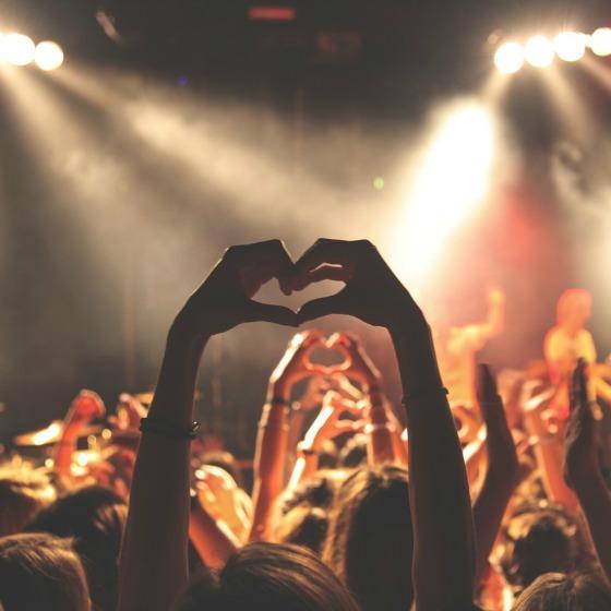 5 tinute de party potrivite pentru melodii care dau startul la petrecere