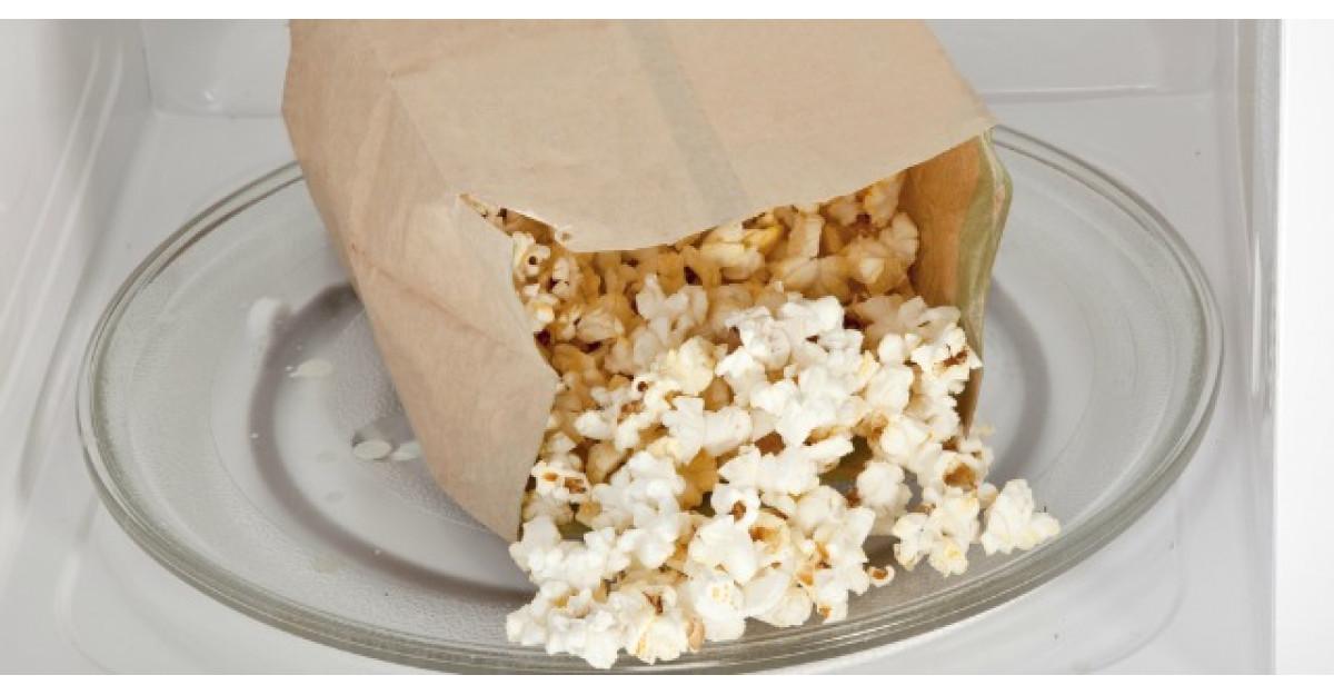 Iata din ce sunt facute pungile de popcorn la microunde