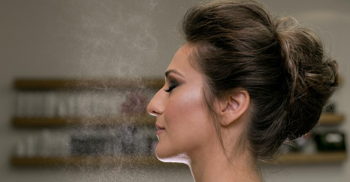 Secretul unui machiaj rezistent: spray-ul de fixare!