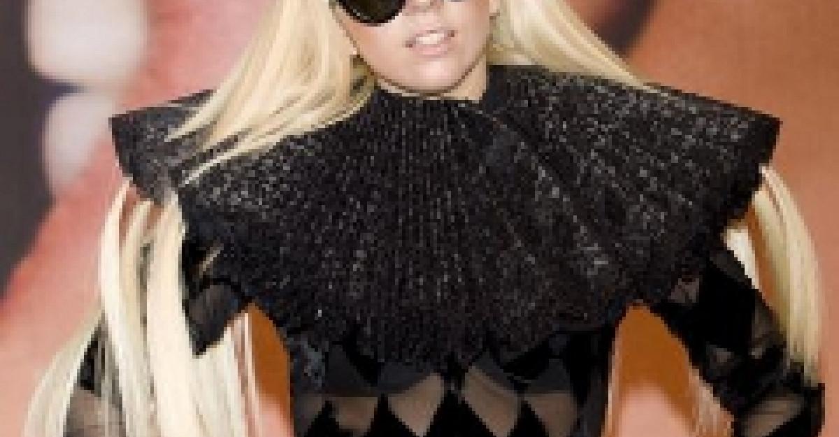 Lady Gaga si-a facut aparitia intr-un ou